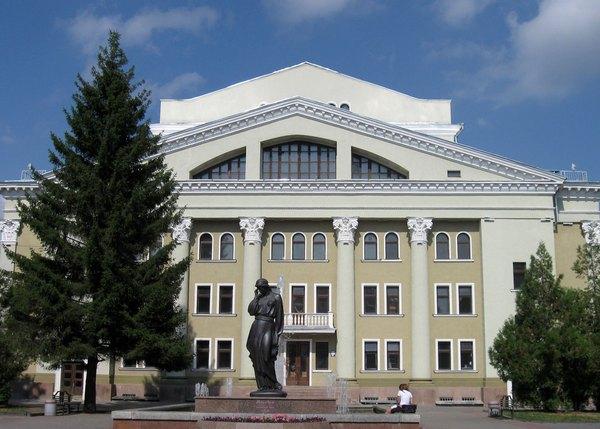 Переделывать театр Гоголя не будут
